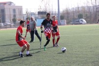 FUTBOL MAÇI - Öğrenciler Ve Ampute Takımı Futbol Maçı Yaptı