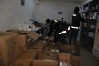 KOL SAATI - İzmir'de Depolara Baskın Açıklaması Çok Sayıda Kaçak Ürün Ele Geçirildi