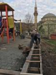 Köy Halkı, Meydan İstinat Duvarını El Birliği İle Yaptı