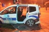 YEDIKULE - 'Dur' İhtarına Uymayan Sürücü Polisin Kaza Yapmasına Neden Oldu Açıklaması 2 Yaralı