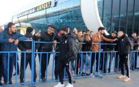 OĞUZHAN ÖZYAKUP - Beşiktaş'a Erzincan'da Coşkulu Karşılama