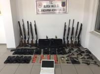 TABUR KOMUTANLIĞI - Bursa'da Ve İstanbul'da Kaçakçılık Operasyonu