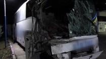 ALI ACAR - Afyonkarahisar'da Yolcu Otobüsü İle Kamyon Çarpıştı Açıklaması 10 Yaralı
