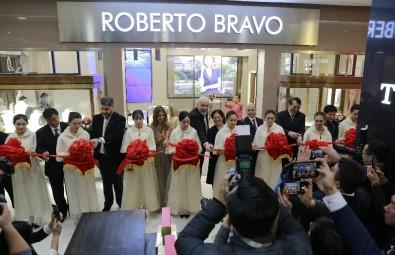 Çin'deki Tek Türk Mücevher Mağazası; Roberto Bravo