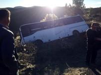 Midibüste Ayağa Kalkan Yolcu Şoförün Üzerine Düştü Açıklaması 5 Yaralı