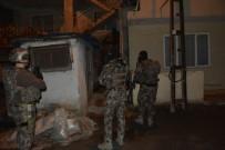 ÖZEL HAREKET - Torbacılar Şafak Operasyonuyla Süpürüldü