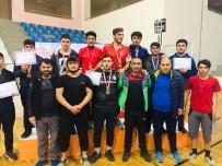 İMAM HATIP LISELERI - Vanlı Güreşçiler Bingöl'den 8 Madalyayla Döndüler