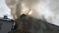 Tunceli'de Yangın Açıklaması 2 Ev Zarar Gördü