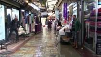 YUNUSLAR - İzmir'de Sağanak Kemeraltı Çarşısı'nda Su Baskınlarına Neden Oldu