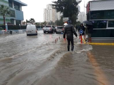 İzmir'i Sağanak Ve Lodos Vurdu