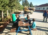 PAYALLAR - Alanya'da Okul Ve Camilere Bank Ve Piknik Masası