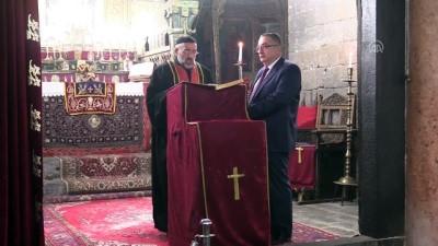 Diyarbakır'daki Tarihi Meryem Ana Kilisesi'nde Noel Kutlaması Yapıldı