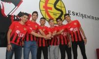 Eskişehirspor'da Altyapıdan 6 Oyuncu Profesyonel Oldu