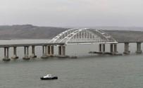 YOLCU TRENİ - Kırım'ı Rusya'ya Bağlayan Köprüden İlk Tren Geçti