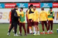 SCHALKE - Ozan Kabak, Galatasaray Antrenmanını Ziyaret Etti