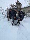 Jandarma Ekipleri Yoğun Kar Ve Tipide Rahatsızlanan Vatandaşı 2 Kilometre Sedye İle Taşıdı
