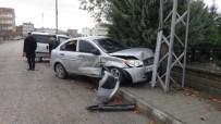 HASAN CAN - Hafif Ticari Araç İle Otomobil Çarpıştı Açıklaması 2 Yaralı