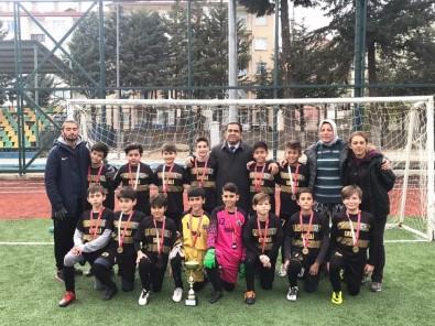 Isparta Halıkent Ortaokullu Minikler Futbolda Şampiyon Oldu