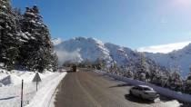Antalya-Konya Yolunda Kar Kalınlığı Yarım Metreye Ulaştı