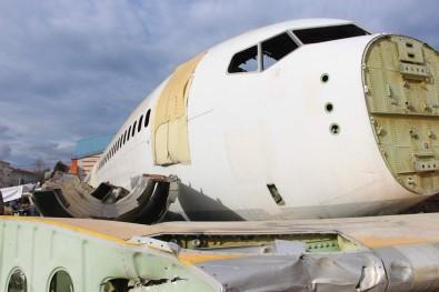 Pistten Çıkan Uçak Bir İlçenin Başına Dert Oldu