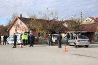ALI ÖZDEMIR - Bolu'da, Kaza Yapan Hafif Ticari Araç Evin Bahçesine Uçtu
