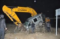 ESENDERE - Yüksekova'da Trafik Kazası Açıklaması 4 Yaralı