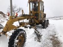 KOZLUCA - Alaşehir'de Kar Yağışı Kırsal Mahallelerde Ulaşımı Zorlaştırdı