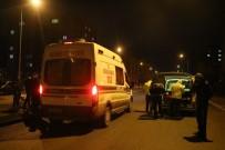 İSMAIL GÜNEŞ - Hafif Ticari Aracın Çarptığı Öğrenci Ağır Yaralandı