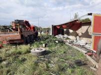 TEM OTOYOLU - Hatay'da Kontrolden Çıkan Tır Devrildi Açıklaması 2 Yaralı