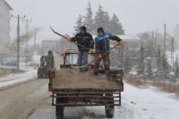 Sivrihisar'da Karla Mücadele Tüm Hızıyla Sürüyor