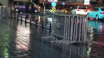 GEZİ PARKI - Yılbaşı Öncesi Taksim Meydanı'na Polis Bariyerleri Getirildi
