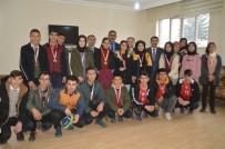 Eleşkirt'te Masa Tenisi Turnuvasında Dereceye Giren Sporculara Madalya Verildi
