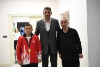 AHMET ERDEM - Down Sendromlu Coşar Kartepe'nin Gururu Oldu