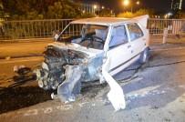 HALİDE EDİP ADIVAR - Trafik Işıklarına Ve Bariyerlere Çarpan Otomobil Hurdaya Döndü Açıklaması 2 Yaralı