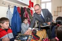 BILGI YARıŞMALARı - Başkan Kavuş, Bilim Kurdu Dergisi'ni Öğrencilere Dağıttı