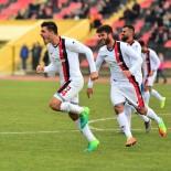 UŞAKSPOR - Uşakspor, Karabükpor'u 3-0 Mağlup Etti