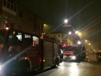 İTFAİYE MERDİVENİ - Yangından Balkona Bağladıkları Perdeyle Kaçmaya Çalışan Aileyi İtfaiye Kurtardı