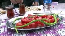 GÖZLEME - Denizli'de Pazarların Seyyar Lezzetleri Büyük İlgi Görüyor