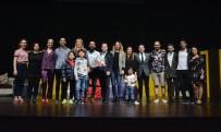 FETHIYE BELEDIYESI - Menteşe Tiyatrosuna Denizli'den Tam Puan