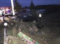 KEMAL AKTAŞ - Otomobil Şarampole Devrildi Açıklaması 2 Yaralı