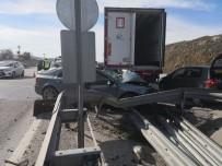 Kamyon İle Otomobil Çarpıştı Açıklaması 3 Yaralı