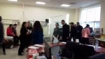 ERCAN ÖTER - Kars'ta Öğrenci Servisi Devrildi Açıklaması 10 Yaralı