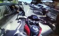 RAGIP GÜMÜŞPALA - (Özel) Eminönü'nde 'Açılan Kapı' Kazası Kamerada