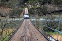 HARŞİT ÇAYI - Harşit Çayının İkiye Ayırdığı Köyleri Asma Köprüler Birleştiriyor
