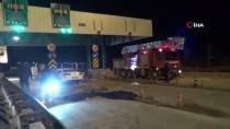 ÖMER ÖZCAN - Niğde'de Otomobil Otobandaki Gişelere Çarptı Açıklaması 2 Ölü 1 Yaralı