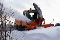 Bin 400 Rakımda 2 Metre Kalınlıktaki Karla Mücadele Sürüyor
