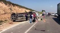 Adana'da Minibüs Devrildi Açıklaması 19 Yaralı