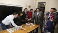 YEŞILBAYıR - Başkan Genç Oyunu Kullandı