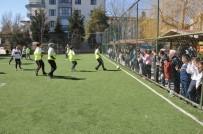 MUSTAFA KESER - Anneler Futbol Oynadı, Eş Ve Çocukları Heyecan İçinde İzledi
