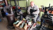 Yarım Asırlık Ayakkabı Tamircisi İlk Günkü Aşkla Çalışıyor